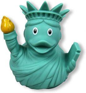 pato de goma estatua de la libertad