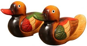 pareja de patos de madera